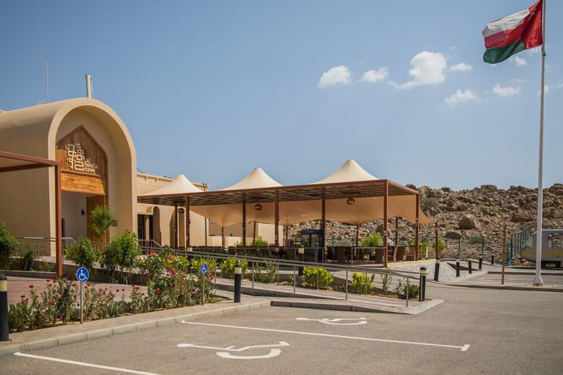 oman-ausflug-al-hoota-cave_nizwa_parkplatz