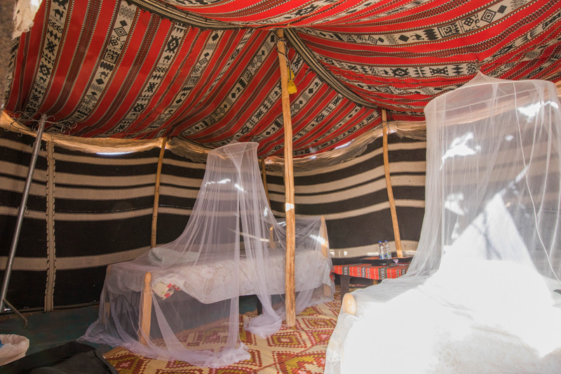 oman-hotel-desert-retreat-camp-betten