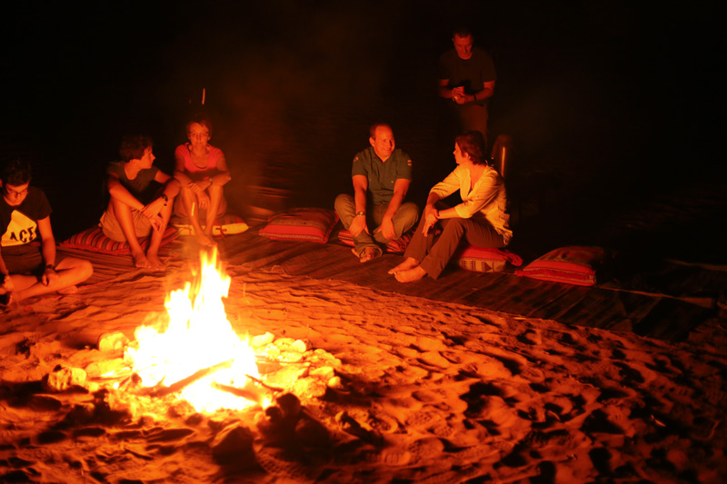 oman-hotel-desert-retreat-camp-lagerfeuerromantik