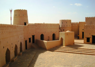 oman-jalaan-bani-bu-hassan-rundreise-fort-wachtuerme