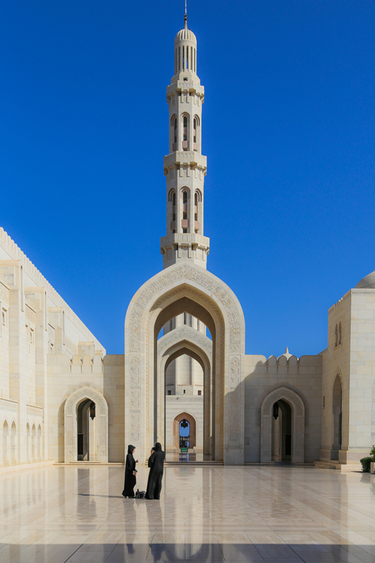 oman-maskat-grosse-sultan-qaboos-moschee-rundreise-minarett