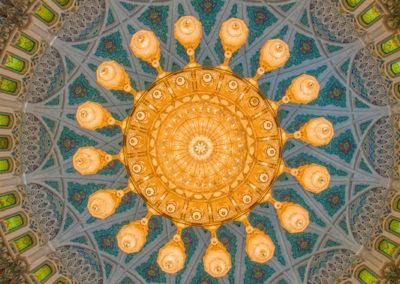 oman-maskat-grosse-sultan-qaboos-moschee-tour-swarovski-kronleuchter-chandelier