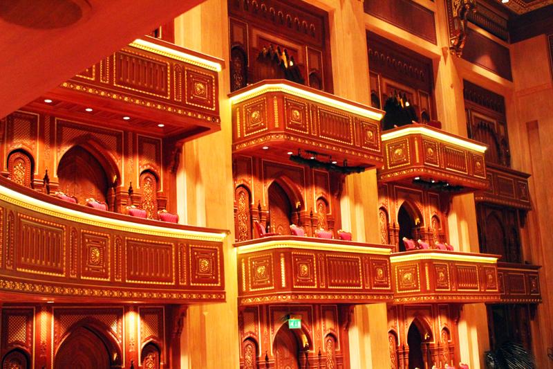 oman-maskat-royal-opera-reise-balkon-saal