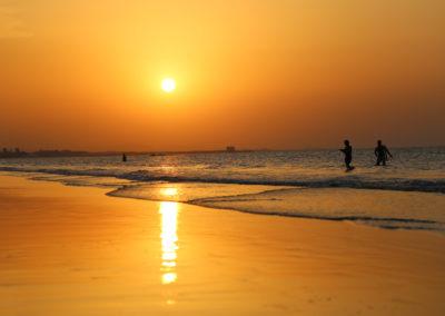 oman-maskat-strand-qurum-rundreise-sonnenuntergang