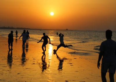 oman-maskat-strand-qurum-tour-sport-fussball