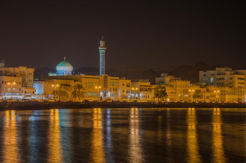oman-matrah-corniche-strandpromenade-ansicht-nacht
