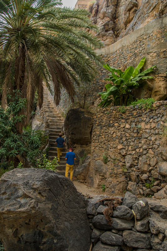 oman-misfat-al-abriyyin-rundgang-treppe-mauern