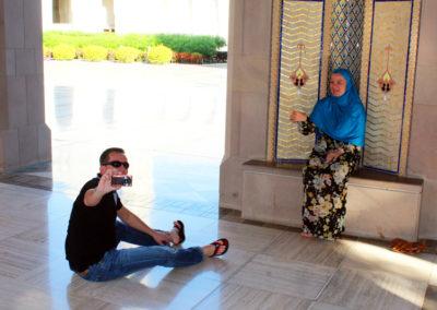 oman-muscat-grosse-sultan-qaboos-moschee-fotografie-gaeste