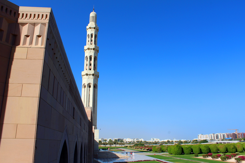 oman-muscat-grosse-sultan-qaboos-moschee-minarett-gross
