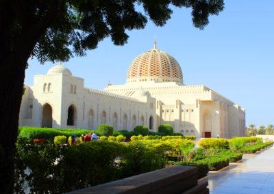 oman-muscat-grosse-sultan-qaboos-moschee-rundreise-kuppel