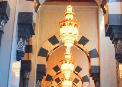 oman-muscat-grosse-sultan-qaboos-moschee-stilelement-torbogen-sansibar