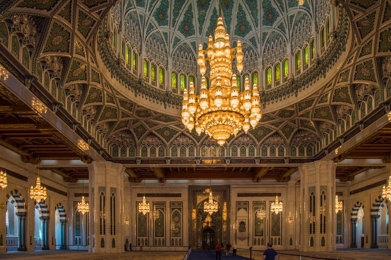 oman-muscat-grosse-sultan-qaboos-moschee-svarovski-kronleuchter