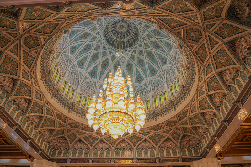 oman-muscat-grosse-sultan-qaboos-moschee-tour-kronleuchter-chandelier