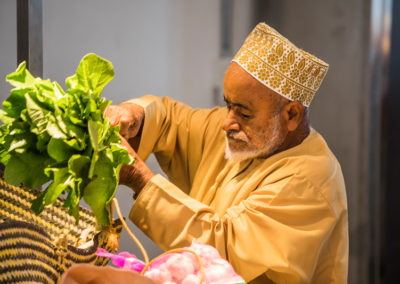 oman-muscat-mutrah-fischmarkt-souq-rundreise-gemuese-verkaeufer