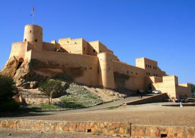 oman-nakhal-fort-burg-parkplatz-festung-rundreise