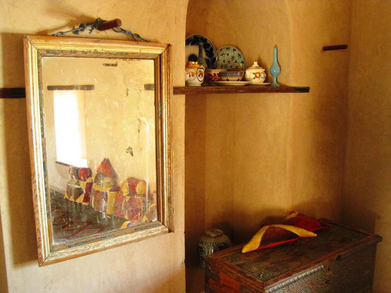 oman-nakhal-fort-burg-truhe-spiegel-rundreise