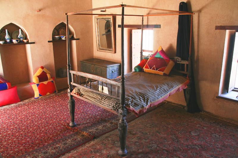 oman-nakhal-fort-burg-wali-bett-zimmer-tour