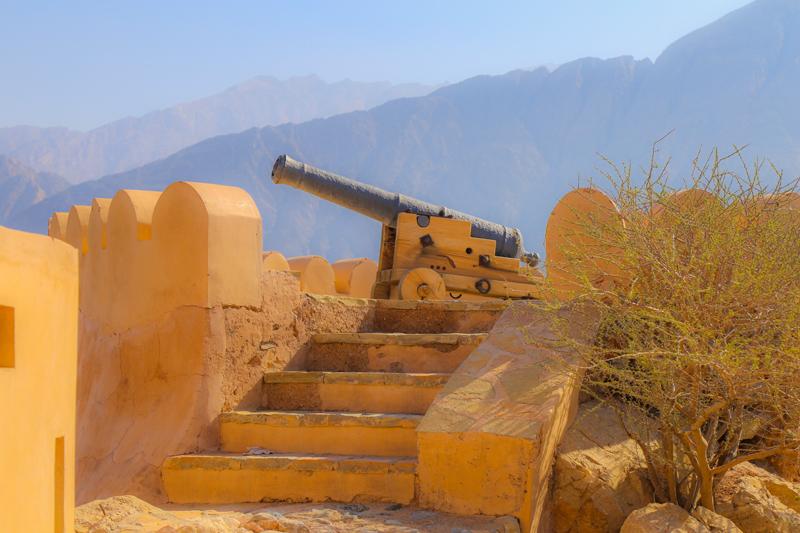 oman-nakhal-reise-fort-kanone