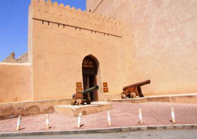 oman-nizwa-fort-eingang-burg-tagestour