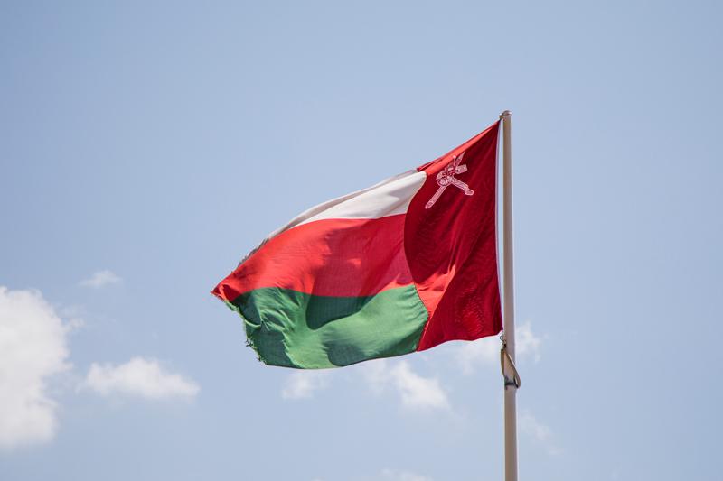 oman-reise-al-hoota-cave-nizwa-flagge