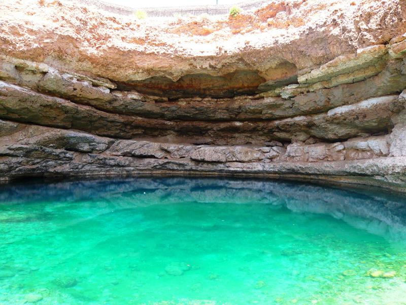 oman-rundreise-dibab-sinkhole-krater-dibab-wasser