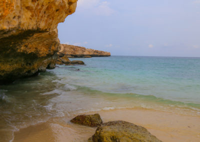 oman-rundreise-fins-beach-schattenplatz