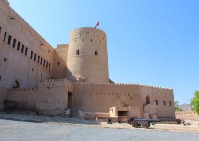 oman-rustaq-fort-mauer-rundreise
