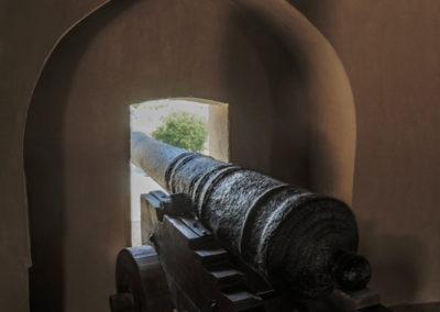 oman-rustaq-fort-urlaub-kanone-waffe