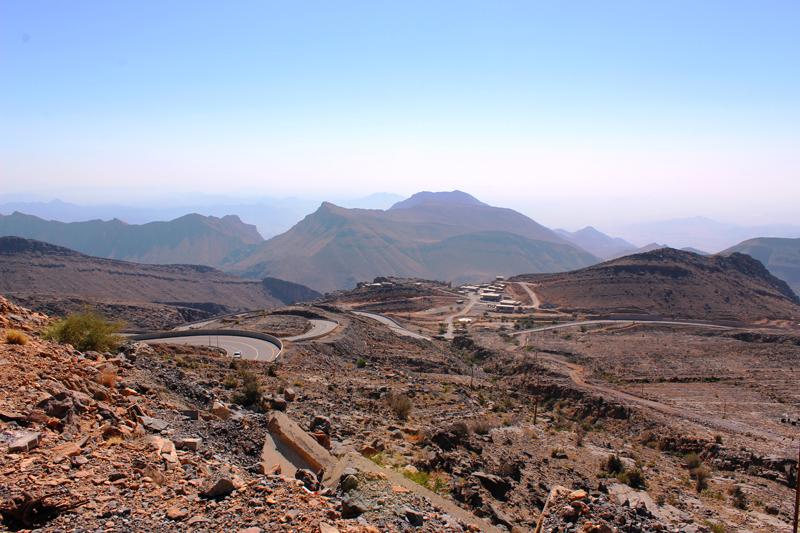 oman-sayq-plateau-serpentinen-hajar-gebirge-tour