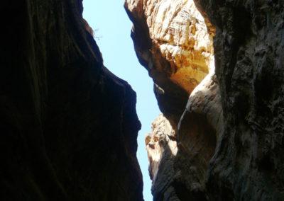 oman-snake-canyon-steile-klippe