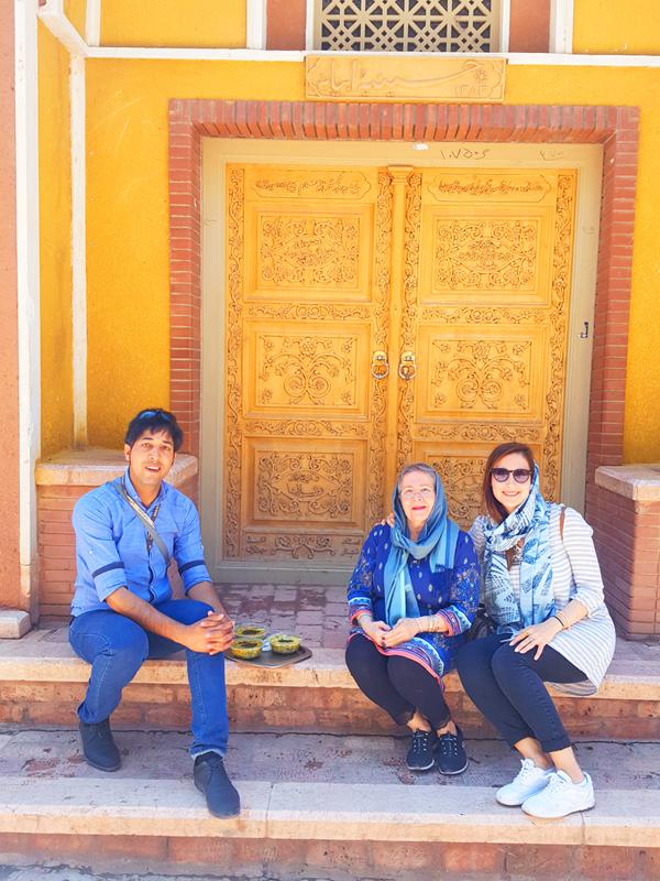 iran-tour-kultur-reise-abiyaneh-dorf-picknick