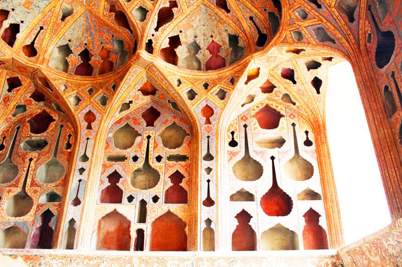 iran-tour-kultur-reise-isfahan-ali-ghapoo-palast-musik-zimmer