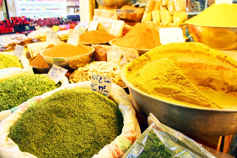 iran-tour-kultur-reise-isfahan-basar-gewuerze
