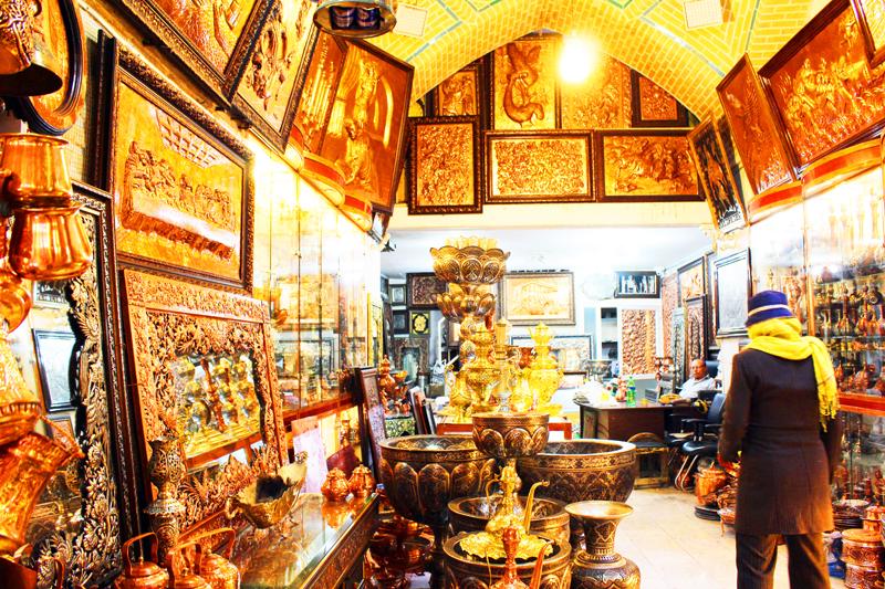 Neben seiner Größe überzeugt der historische Basar in Isfahan unsere Gäste bei Rundreisen durch Iran auch durch die detailreich verzierten und per Handarbeit hergestellten Souvenirs