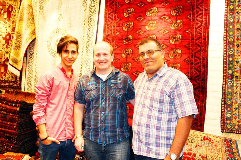 Insbesondere auf dem Basar in Isfahan besichtigen wir bei unserer Rundreise durch Iran wertvolle handgeknüpfte Teppiche