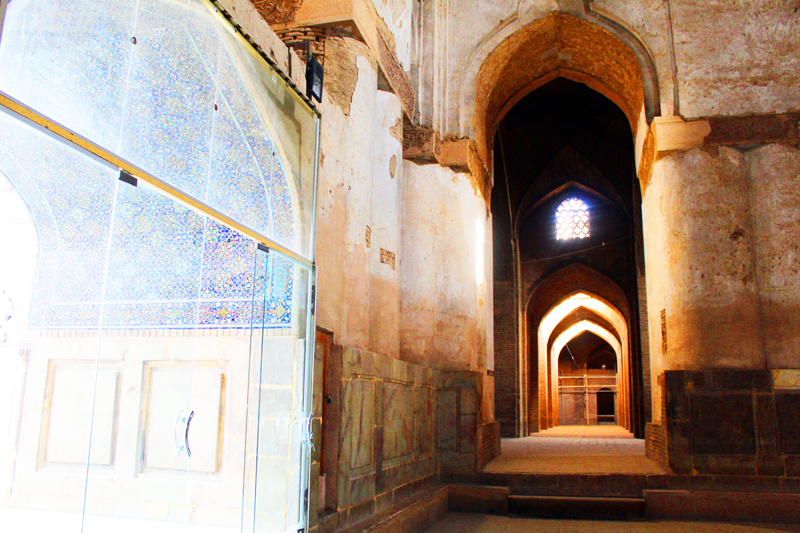 iran-tour-kultur-reise-isfahan-jamee-moschee-gang