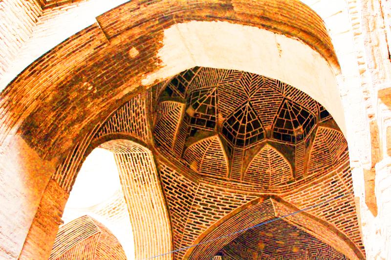 Während einer Rundreise durch Iran mit der tollen Stadt Isfahan darf auch die historische Jamee Moschee nicht fehlen
