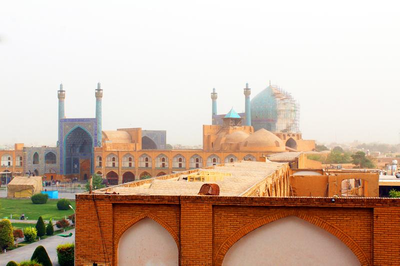 Ferner haben wir vom Ali Ghapoo-Palast in Isfahan einen schönen Ausblick auf den Platz Naghsh-e Jahan und die Shah Moschee