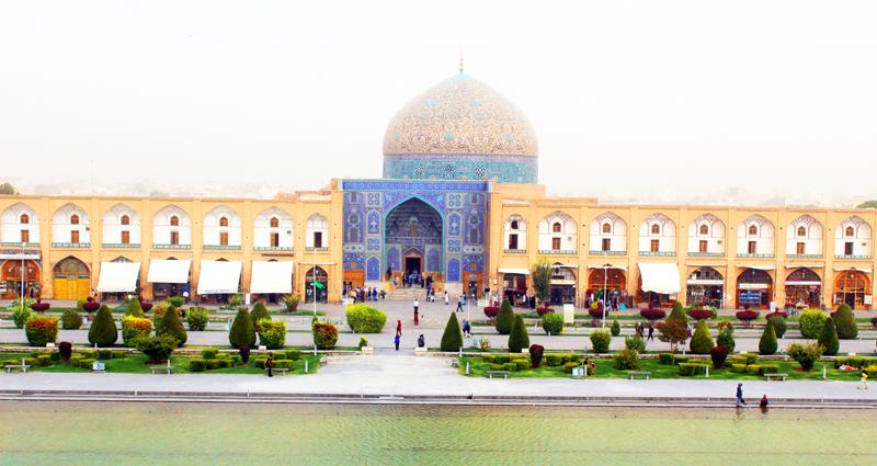 Warum die Sheykh Lotfollah Moschee in Isfahan ohne ein Minarett auskommt, erfahren wir bei unserer Rundreise durch Iran