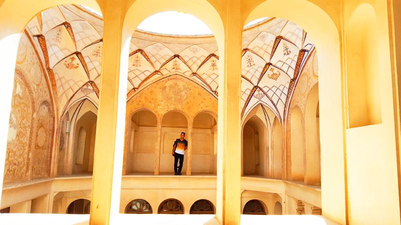 Kurz gesagt ist das großzügig errichtete Tabatabaei-Haus im persischen Kashan ist ein Highlight unserer Rundfahrt durch Oman und Iran