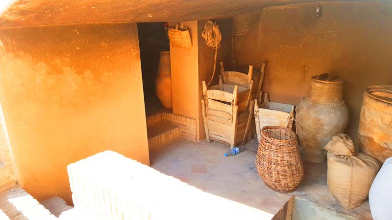 Übrigens besuchen wir bei unserer Reise in Iran auch einige der zahlreichen alten herrschaftliche Häuser, in denen noch originale Möbel und Gegenstände zu sehen sind - wie hier am Beispiel des Tabatabaei-Hauses in Kashan