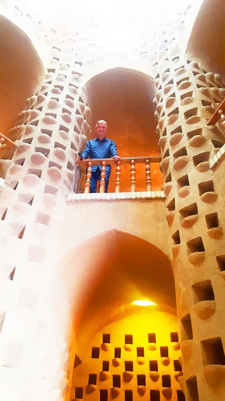 Während unserer Rundreise durch Iran sehen wir mit den Taubenhäusern wie in Meybod ein wichtiges Element persischer Kultur