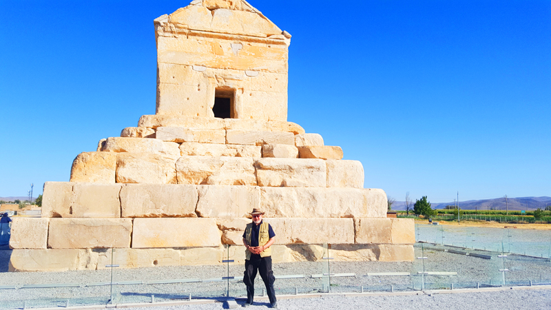 Überdies sind die Ruinen von Pasargadae während unserer Rundreise in Iran sehr imposante geschichtliche Stätten