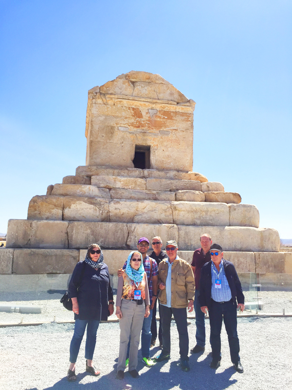 Während unserer Kulturreise durch Iran ist ein Besuch in den Ruinen von Pasargadae ein Highlight